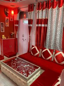 Gallery Cover Image of 800 Sq.ft 2 BHK Independent Floor for buy in Kirti Nagar for 3000000