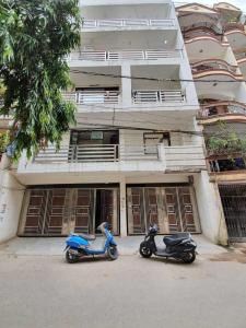 Gallery Cover Image of 1800 Sq.ft 3 BHK Apartment for rent in Saket for 30000