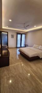 Gallery Cover Image of 6750 Sq.ft 4 BHK Apartment for buy in Ambience Caitriona, DLF Phase 3 for 74000000