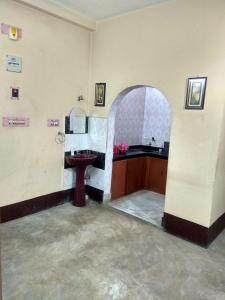 Gallery Cover Image of 1200 Sq.ft 3 BHK Independent Floor for rent in Madhyamgram for 10000