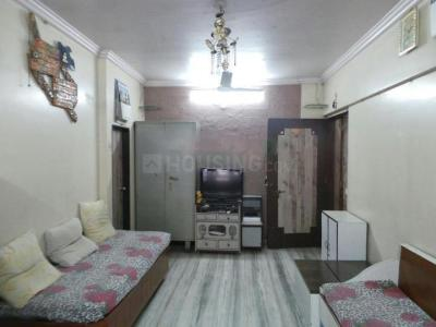 Gallery Cover Image of 750 Sq.ft 2 BHK Apartment for rent in Goregaon West for 35000