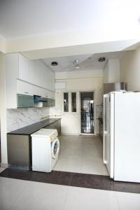 Gallery Cover Image of 2615 Sq.ft 4 BHK Apartment for buy in MKS La Royale, Kinauni Village for 14000000