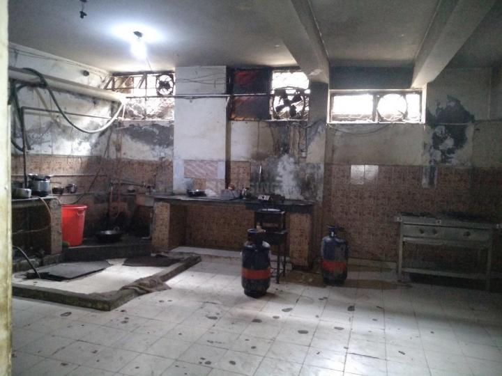 सईद-उल-अजाइब में मेट्रो पीजी के किचन की तस्वीर