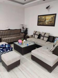 Gallery Cover Image of 1650 Sq.ft 3 BHK Apartment for rent in Mahagun Moderne, Sector 78 for 30000