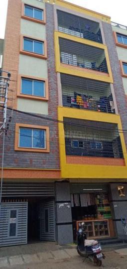 पीनया में सावी साधना लेडिज पीजी में बिल्डिंग की तस्वीर