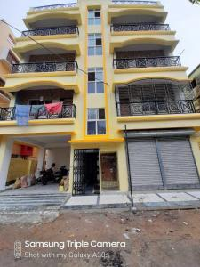 Gallery Cover Image of 813 Sq.ft 2 BHK Apartment for rent in Paikpara for 16000