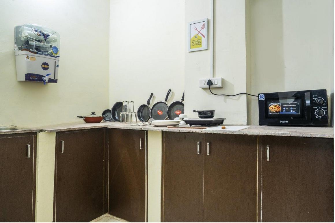 Kitchen Image of Oyo Life Del2203 Uttam Nagar in Bindapur