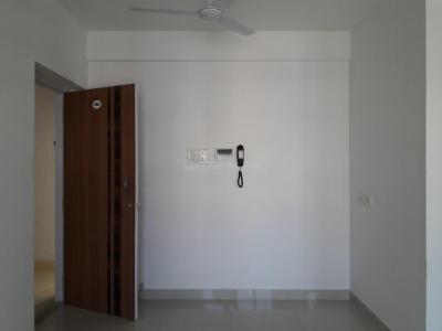 Gallery Cover Image of 630 Sq.ft 1 BHK Apartment for rent in Goldstar Decent Homes, Mira Road East for 13000