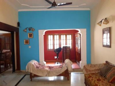 Gallery Cover Image of 1600 Sq.ft 3 BHK Apartment for buy in DDA Gautam Apartments, Gulmohar Park for 27500000