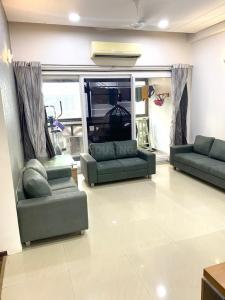 Gallery Cover Image of 2250 Sq.ft 3 BHK Apartment for buy in Ganesh Maple County II, Thaltej for 14800000