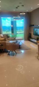 Gallery Cover Image of 1058 Sq.ft 3 BHK Apartment for buy in Sunteck City 4th Avenue, Goregaon West for 20500000