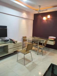 Gallery Cover Image of 600 Sq.ft 1 BHK Apartment for rent in Worli for 70000