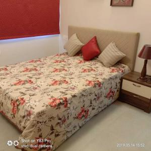 Gallery Cover Image of 965 Sq.ft 2 BHK Apartment for buy in Pallikaranai for 5838250