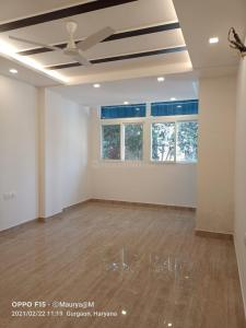 Gallery Cover Image of 1850 Sq.ft 3 BHK Independent Floor for buy in Sector 52 for 12700000