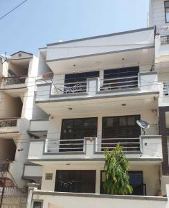 Gallery Cover Image of 2005 Sq.ft 3 BHK Independent Floor for buy in Sector 43 for 7300000