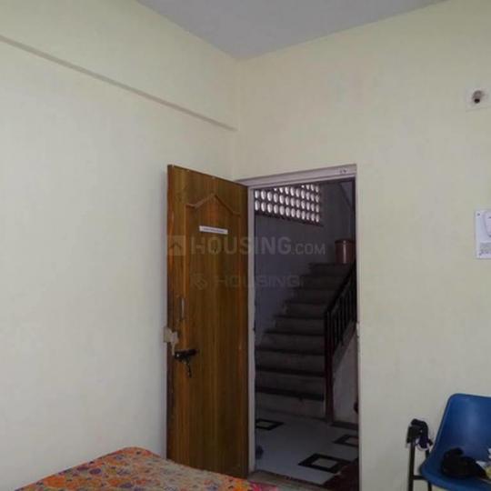 टिंगरे नगर में कुमार समृद्धि पीजी के बेडरूम की तस्वीर