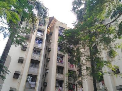 Gallery Cover Image of 1200 Sq.ft 3 BHK Apartment for rent in Lokhandwala Alica Nagar, Kandivali East for 45000