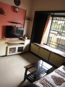 Gallery Cover Image of 550 Sq.ft 1 BHK Apartment for buy in Leena Heritage, Girgaon for 18000000