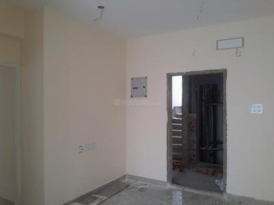 Gallery Cover Image of 734 Sq.ft 2 BHK Apartment for rent in Valasaravakkam for 10000