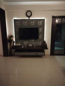 Gallery Cover Image of 1750 Sq.ft 3 BHK Apartment for buy in Makarba for 9500000