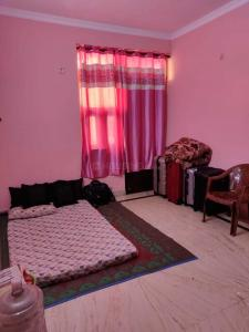 Gallery Cover Image of 200 Sq.ft 1 BHK Independent Floor for rent in Sector 55 for 13000