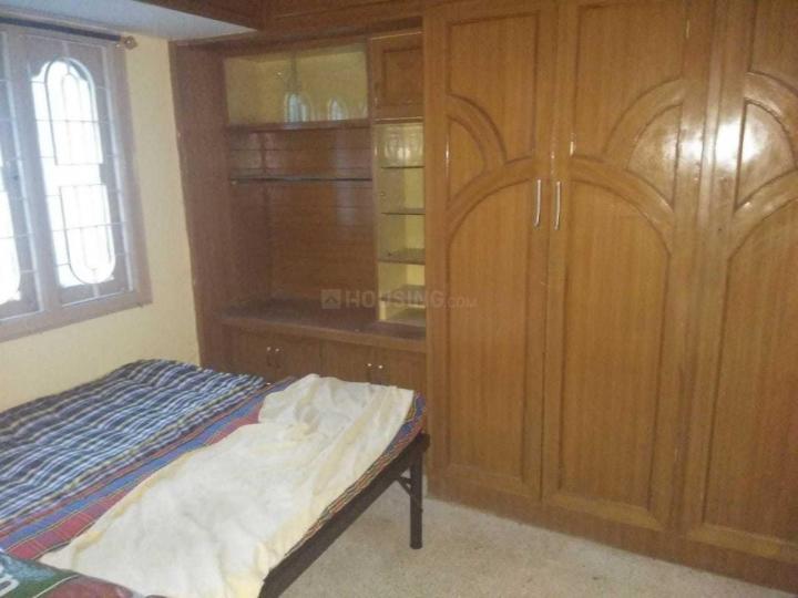 शांति नगर में शांति पीजी फॉर बॉइज़ में बेडरूम की तस्वीर