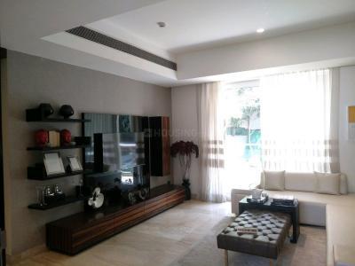 टाटा हाउसिंग प्रिमंती वेर्टिल्ला, सेक्टर 72  में 4  खरीदें  के लिए 72 Sq.ft 4 BHK अपार्टमेंट के लिविंग रूम  की तस्वीर