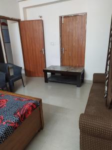 Bedroom Image of Guru Ji PG in Noida Extension
