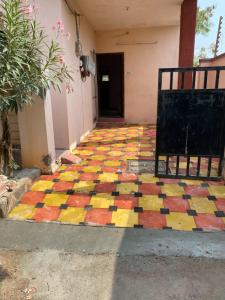 Gallery Cover Image of 1000 Sq.ft 4 BHK Villa for rent in Kismatpur for 16000