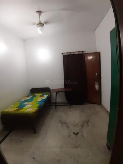 सेक्टर 37 में पीजी इन नोएडा के बेडरूम की तस्वीर