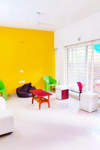 Gallery Cover Image of 1900 Sq.ft 3 BHK Independent House for rent in Shree Ram Vatika, Sanchar Nagar Main for 18000