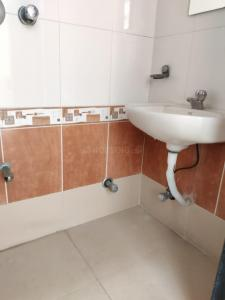 Bathroom Image of 650 Sq.ft 1 BHK Apartment for rent in Dadar West for 50000