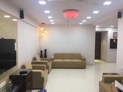 Gallery Cover Image of 2000 Sq.ft 3 BHK Apartment for rent in Powai for 100000