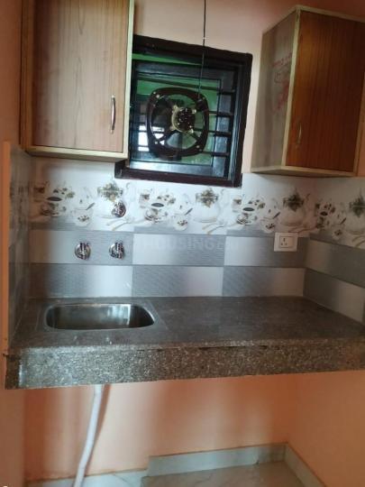 पालम विहार एक्सटेंशन में ऋषिका अपार्टमेंट के किचन की तस्वीर