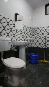 Bathroom Image of Malik in Sector 15A
