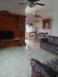 Gallery Cover Image of 1500 Sq.ft 3 BHK Apartment for rent in New Thippasandra for 35000
