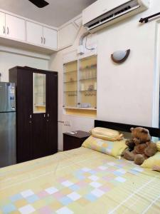 Gallery Cover Image of 360 Sq.ft 1 RK Apartment for rent in Malad West for 23000