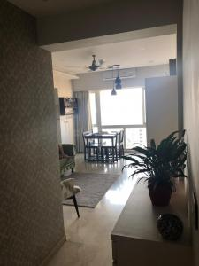 Gallery Cover Image of 950 Sq.ft 2 BHK Apartment for rent in Goregaon East for 42000