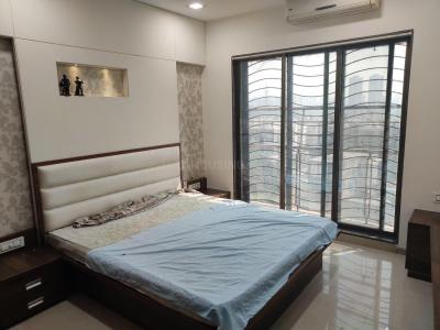 Gallery Cover Image of 1325 Sq.ft 3 BHK Apartment for rent in Kandivali East for 48000