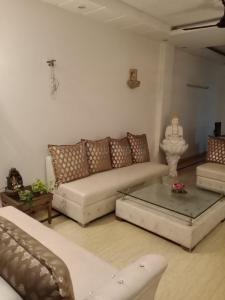 Gallery Cover Image of 1000 Sq.ft 2 BHK Independent Floor for rent in Ramesh Nagar for 28000