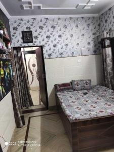 Gallery Cover Image of 700 Sq.ft 1 BHK Apartment for rent in Paschim Vihar for 17000