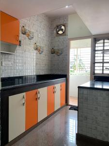 Gallery Cover Image of 1200 Sq.ft 2 BHK Apartment for rent in Indira Nagar for 28000