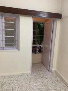 Gallery Cover Image of 590 Sq.ft 1 BHK Apartment for rent in Highway Park, Kandivali East for 18500