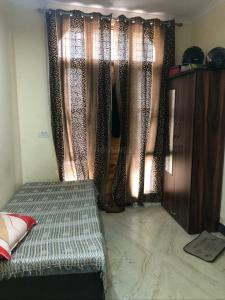 Gallery Cover Image of 1200 Sq.ft 2 BHK Independent House for rent in Tilak Nagar for 13000