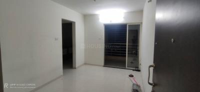 Gallery Cover Image of 540 Sq.ft 1 BHK Apartment for rent in Puraniks Capitol , Kasarvadavali, Thane West for 14500