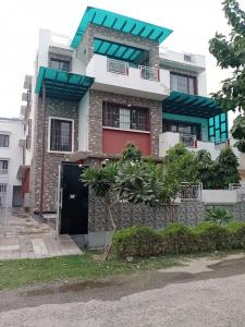 Gallery Cover Image of 3845 Sq.ft 4 BHK Villa for rent in Phi II Greater Noida for 35000