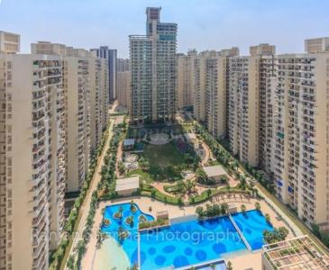 Gallery Cover Image of 1435 Sq.ft 3 BHK Apartment for buy in Mahagun Moderne, Sector 78 for 8500000