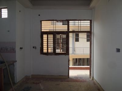 Gallery Cover Image of 630 Sq.ft 2 BHK Independent Floor for buy in Pandav Nagar for 2600000