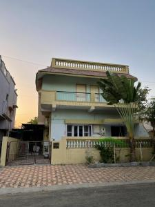 Gallery Cover Image of 3000 Sq.ft 4 BHK Independent House for rent in Sector 4 for 30000