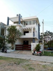 Gallery Cover Image of 6000 Sq.ft 4 BHK Villa for buy in Manikonda for 92500000
